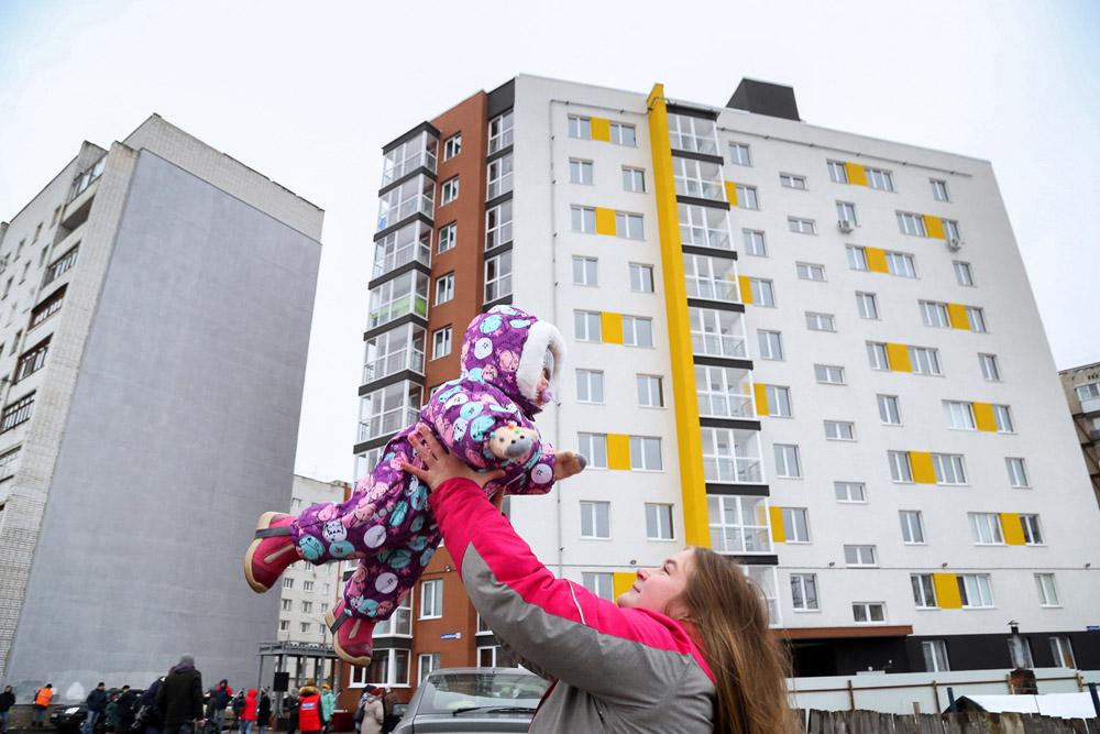 Нижегородские дети-сироты получили ключи от новых квартир